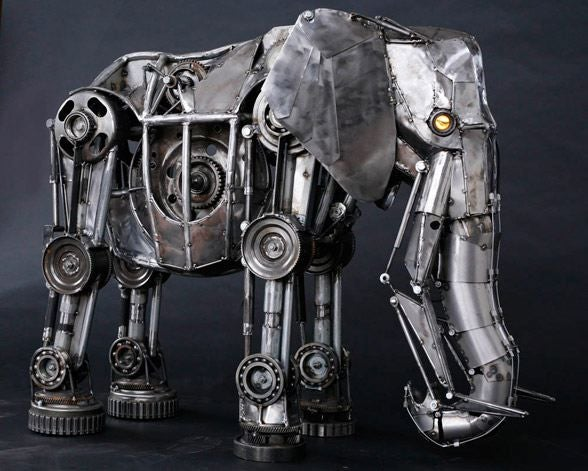Amazing Mechanical Elephant Is Not Afraid of USB Mice