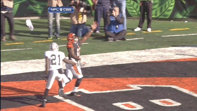 Liquid Menace Stalks Official: Your Sunday NFL GIF Roundup [UPDATED]