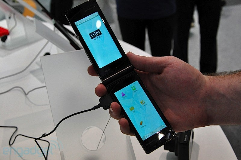 Watch Fujitsu's Dual Touchscreen Transformer Phone In Action