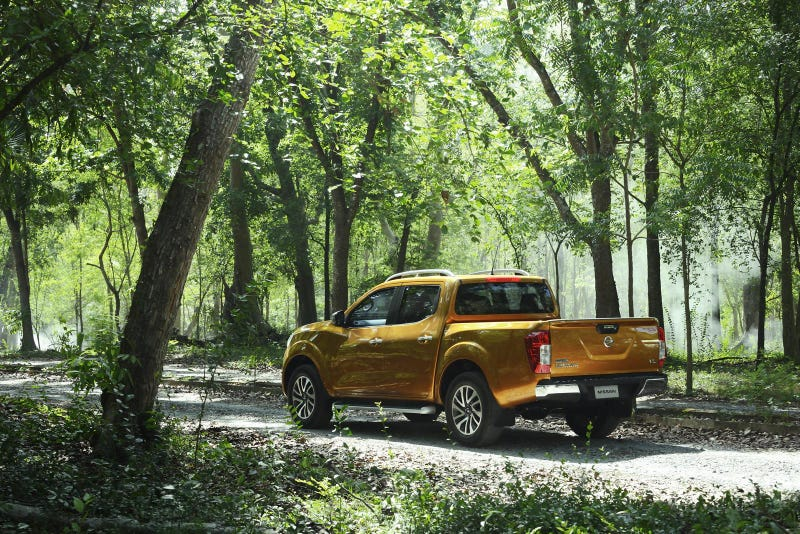 Check Out Every Angle Of (Almost Definitely) The 2015 Nissan Frontier