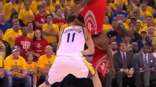 "Klay Thompson Suffers ""Concussion-Like Symptoms"" After Knee To Head"