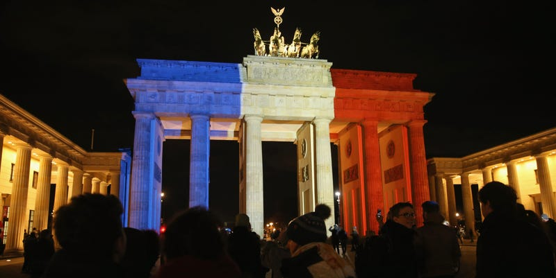 Buildings around the world light up in solidarity with france for Monumental buildings around the world