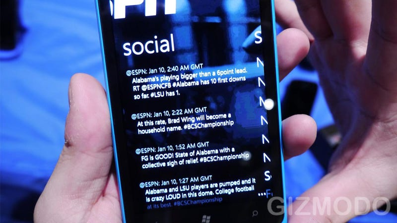 Lumia 900 Hands On: The Best Windows Phone Made Huge and More Awesome