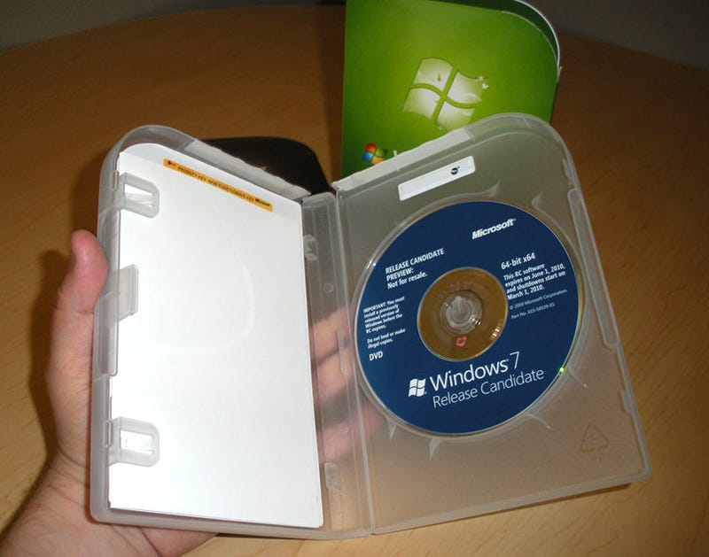 Windows 7 Packaging Is Plain, But With Subtle Flair (and Flare)