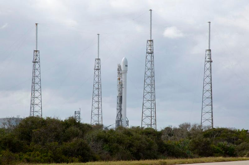 SpaceX Dragon 9 launch is being webcasted live.