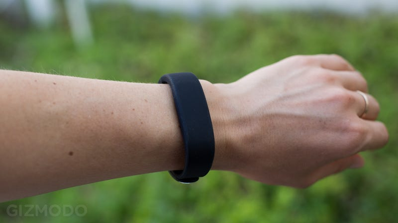 Sony SmartBand SW10 Review: Swings For the Fences, Misses By a Mile