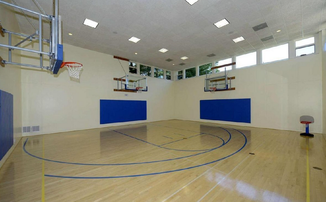 John Wall S New Mansion Has 10 Bathrooms And A Basketball
