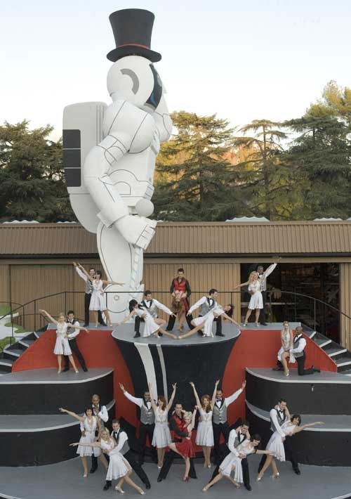 49-Foot-Tall Honda Asimo Robot to Terrorize Spectators at the Rose Parade