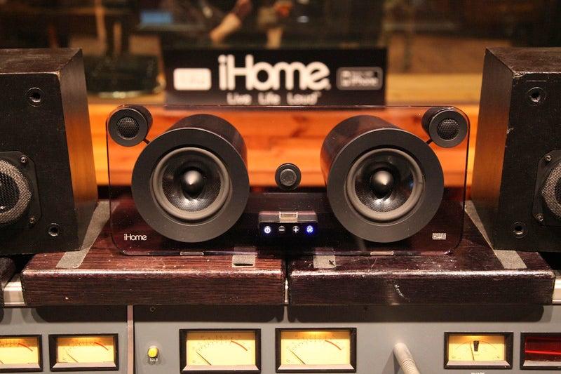 iHome iP1 Studio Series iPod Dock Looks Nice, Sounds Nice