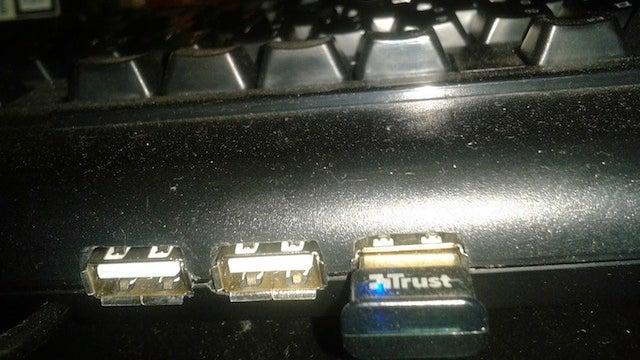 Hack a USB Hub Into Your Keyboard