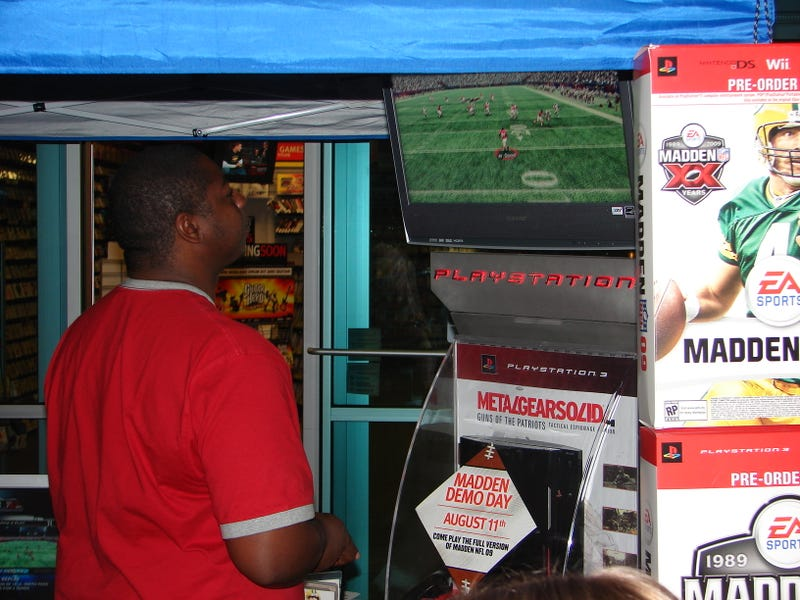 Madden 09 Launch - GameStop Goes The Extra Yard
