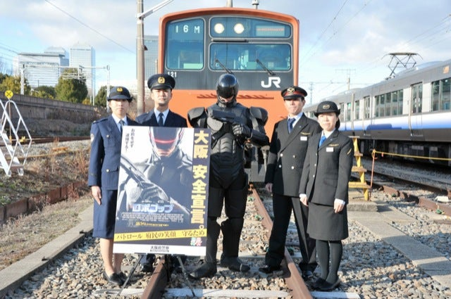 Robocop Stopping Perverts on Japanese Trains