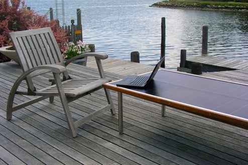 SunTable Solar-Powered Gadget Charger Goes on Sale