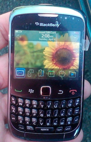Leaked Photos of BlackBerry Curve 9300 Surface