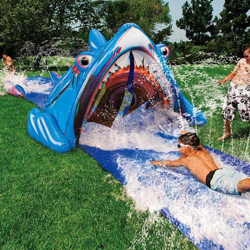 8 Tools for Throwing a Pool-Less Pool Party