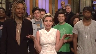 Scarlett Johansson Spoils Mayweather-Pacquiao For The <i>SNL </i>Cast