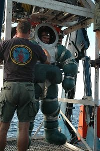 US Navy Hardsuit 2000: Atmospheric Diving System Lets Sailor Boys Dive 2,000 Feet Underwater