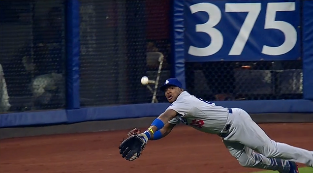Yasiel Puig Makes A Marvelous Diving Catch; Mets Fans Cheer For…