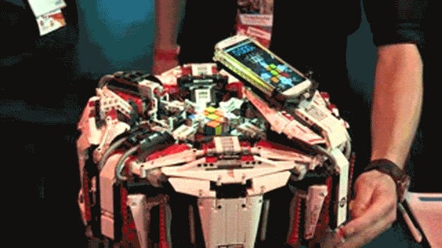 Lego Robot With a Smartphone Brain Shatters Rubik's Cube World Record
