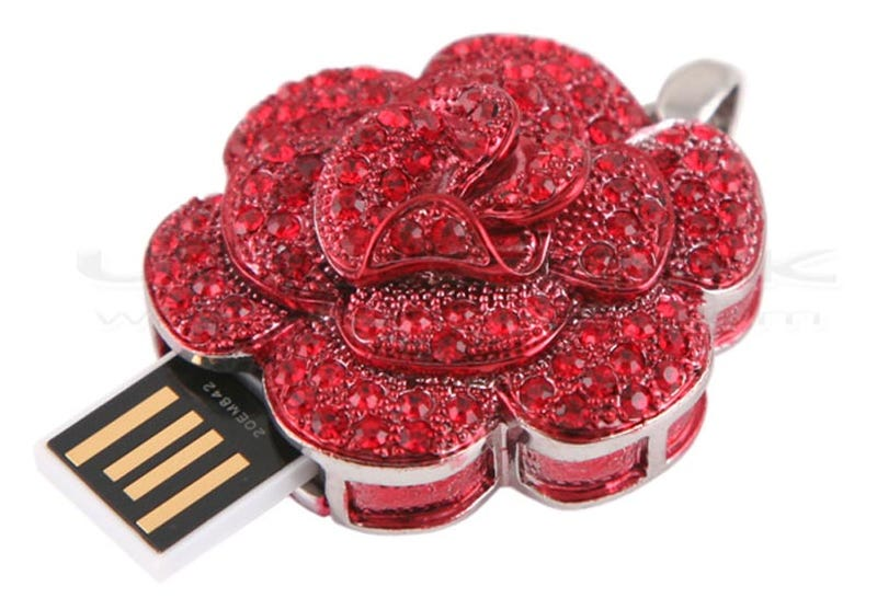 Rose USB Drive Inspires Romanticism in the Digital Age