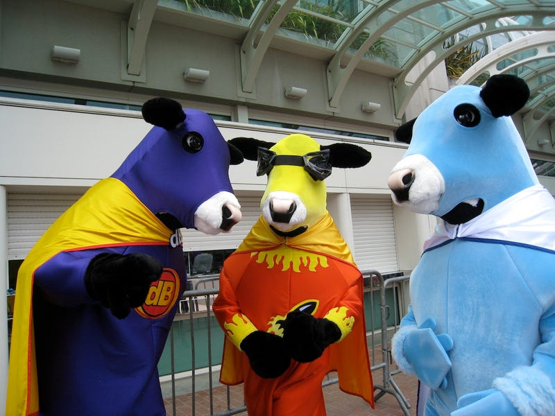 Free hand jobs and superhero cows: Comic Con Badvertising!