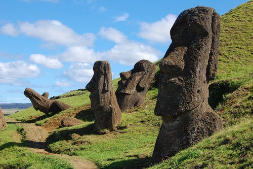 Easter Island Continues To Baffle The Heck Out Of Archaeologists