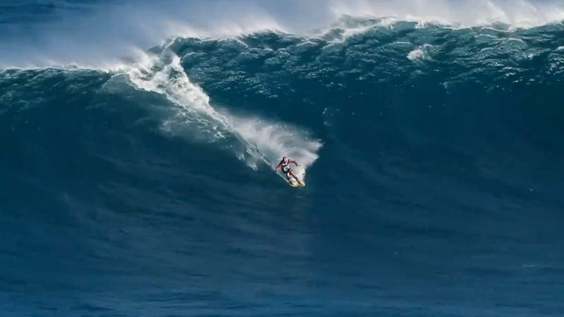Skiing On a Giant Wave Looks Like a Lot of Mad Fun