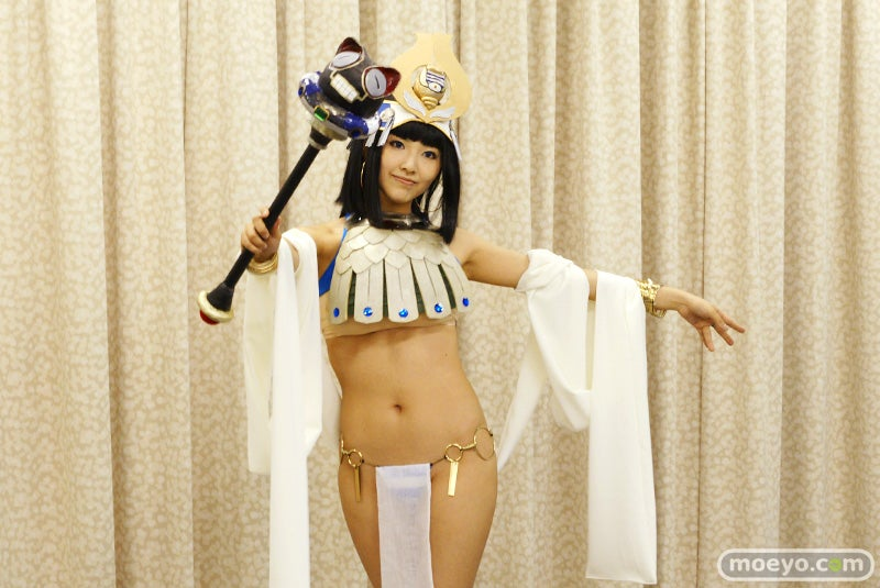 Queen's Blade Cosplayers Look Like This