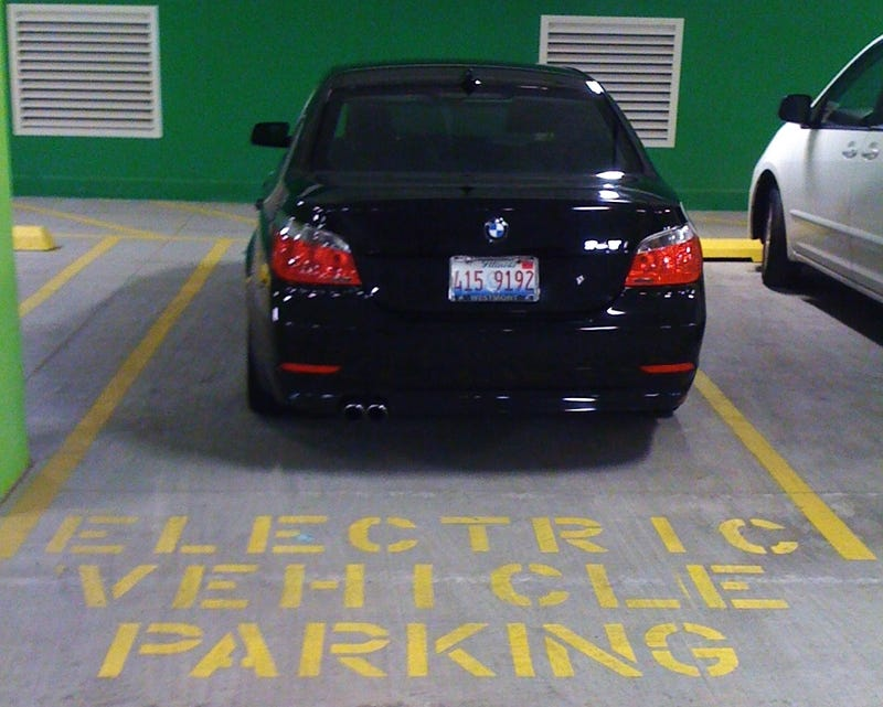 This Is Why People Think BMW Drivers Are Asshats