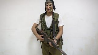 Armas y rituales: cómo se preparan en Israel para entrar en el ejército