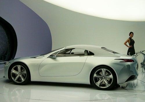 Peugeot SR1 Concept Previews More Complicated Design Future