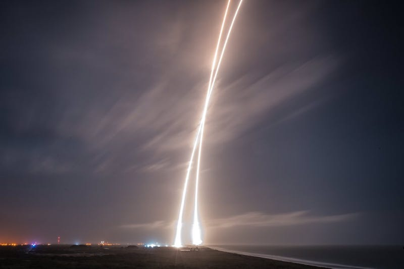 These Are the Most Bad-Ass Photos from the SpaceX Rocket Landing