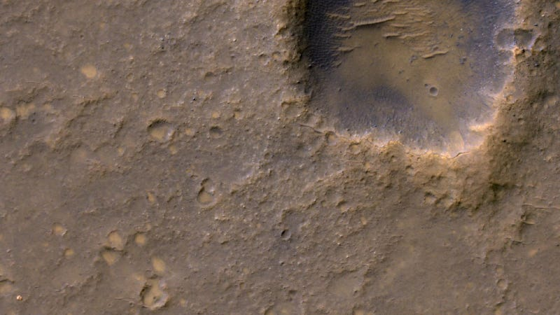 There Is a Spaceship Hidden In This Image of Mars