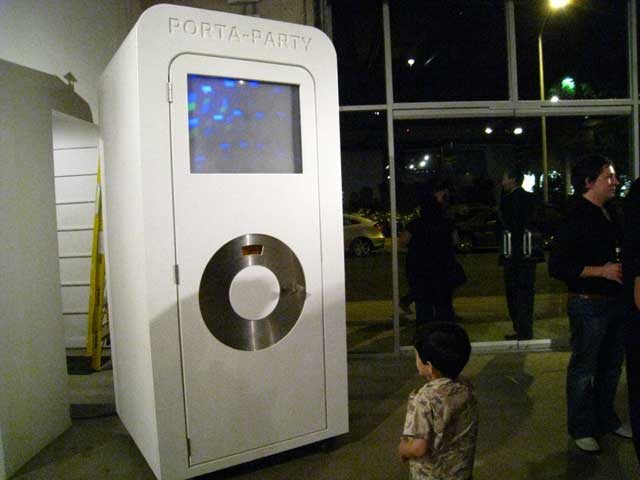 Porta Party Mixes iPod and Bathroom With No Stinkiness