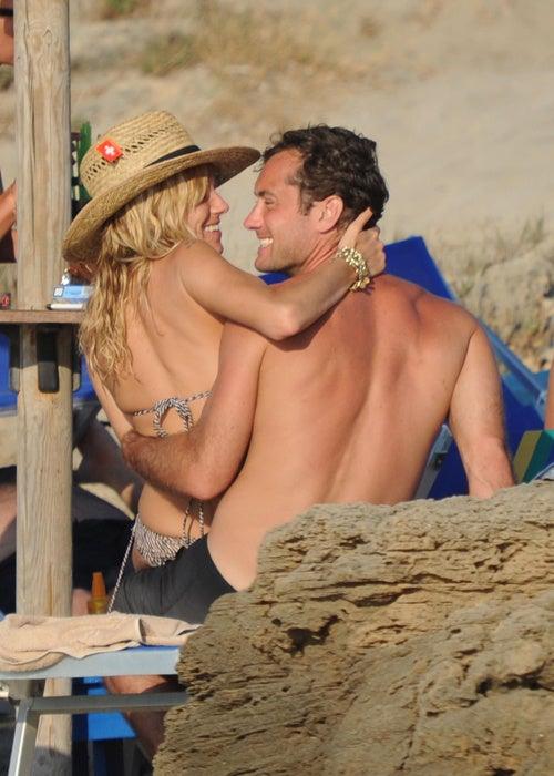Sienna & Jude's Cuddle Fun In The Sun