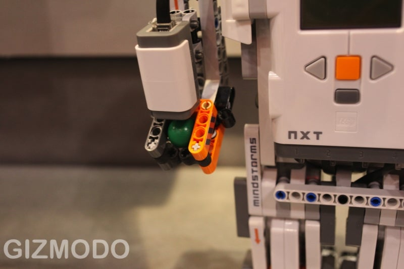 Lego Mindstorms NXT 2.0 'Bots Can Spot Their Favorite Color