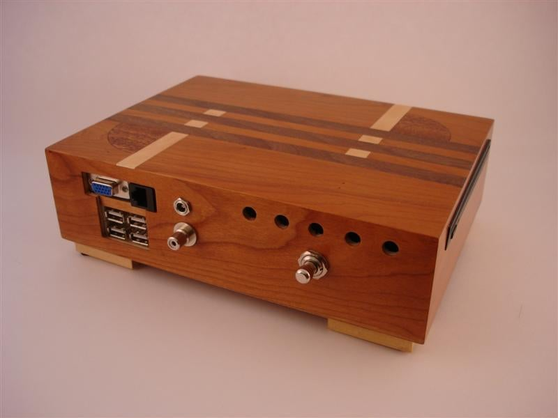 Humidor Casemod Master Puts New PC In Tiny Wooden Box