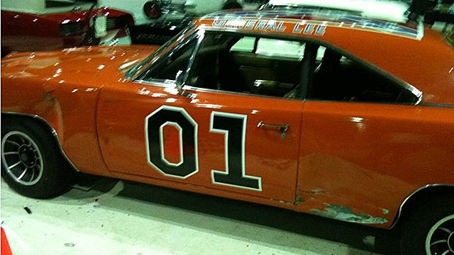 Good ol' boys crash into General Lee at Detroit Autorama