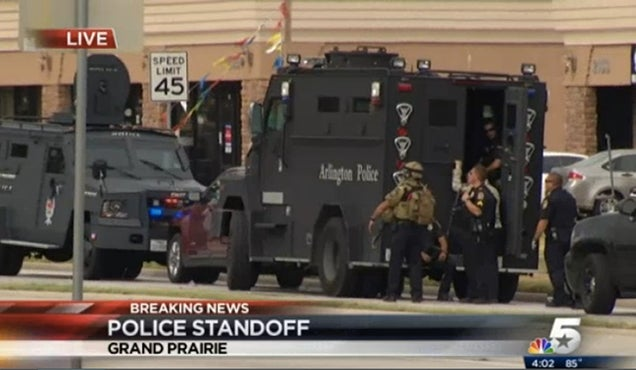 Man in Standoff With Texas Police Is Sending Live Updates From Whisper