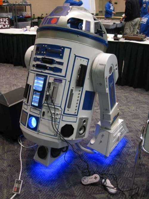 This R2D2 Now Packs Ten Consoles, A Projector And A Holstered PSP As Backup
