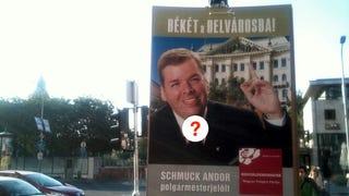 És Schmuck Andor hogy köti meg a nyakkendőjét?