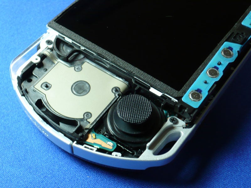 PSP-3000 Gruesomely Dissected For Your Viewing Pleasure