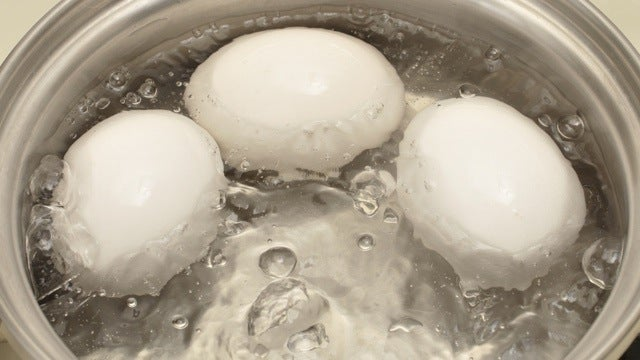 Mark Hard Boiled Eggs with Vinegar to Avoid a Runny Surprise
