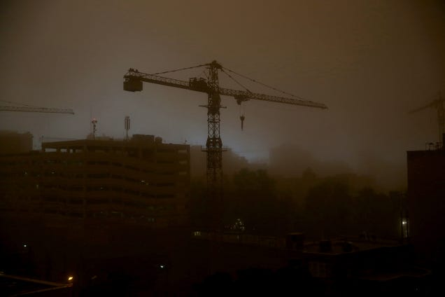 Mega-sandstorm turns Tehran into apocalyptic landscape, kills four