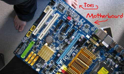 Lifehacker Shows Newbies How To Build a PC
