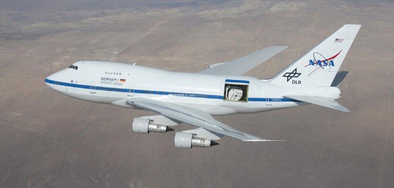 This Boeing 747 Flies With a 15x14-Foot Door Wide Open