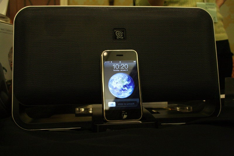 Altec Lansing's iPhone Dock Doesn't Buzz