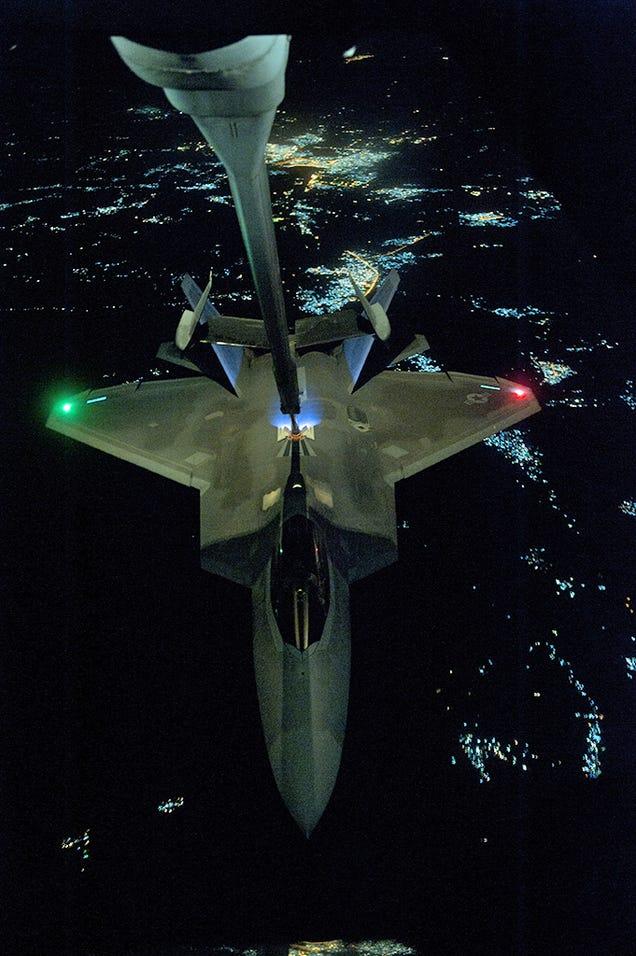 F-22 Reabasteciendo dirigiendose a atacar ISIS Egua33c2nifntx87a16j