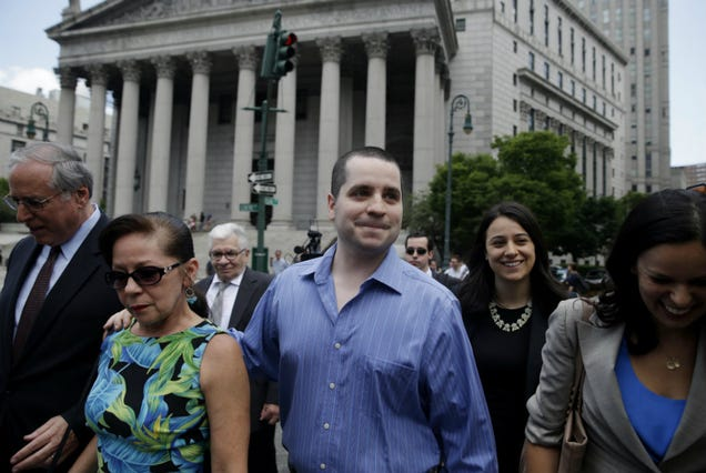 'Cannibal Cop' Gilberto Valle's Match.com Profile Seems Fake as Hell