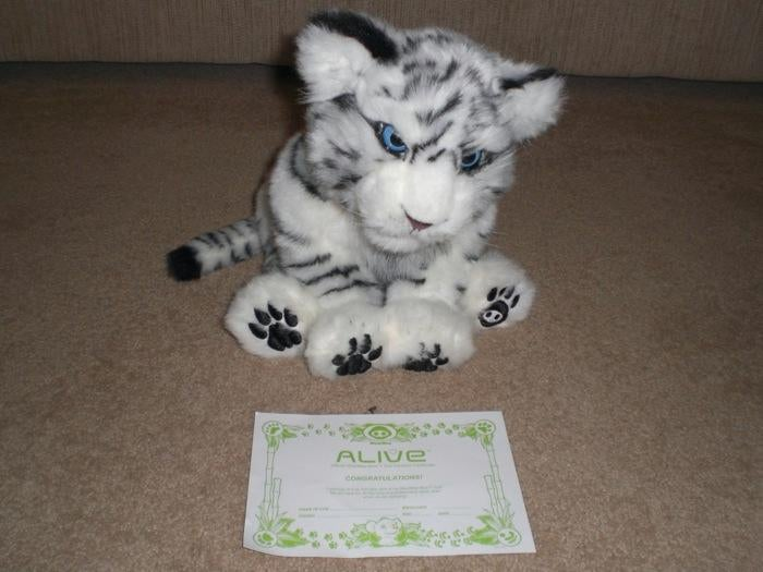 WowWee White Tiger Cub Robot Is Unboxed, Unleashed